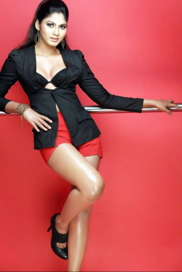 shruthi reddy latest hot in red 3 Actress Shruthi Reddy Hot Photoshoot Stills in Red Shorts