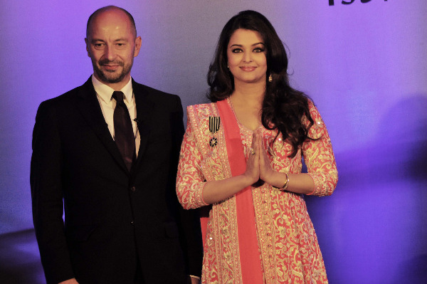aishwarya rai at french embassy photos 10 Aishwarya Rai Photos At French Embassy