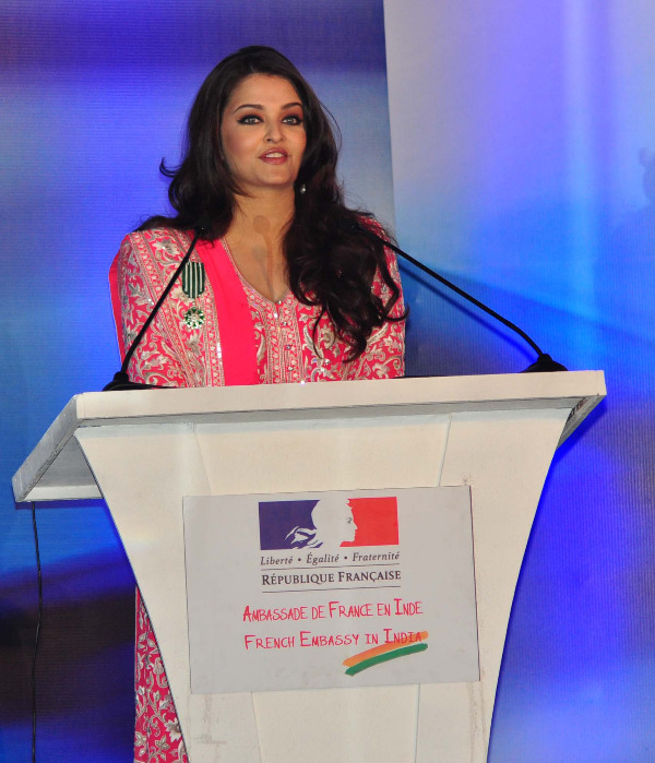 aishwarya rai at french embassy photos 11 Aishwarya Rai Photos At French Embassy