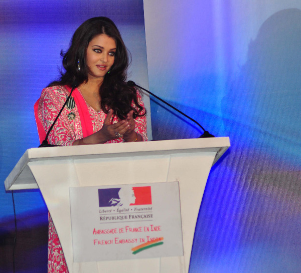 aishwarya rai at french embassy photos 12 Aishwarya Rai Photos At French Embassy