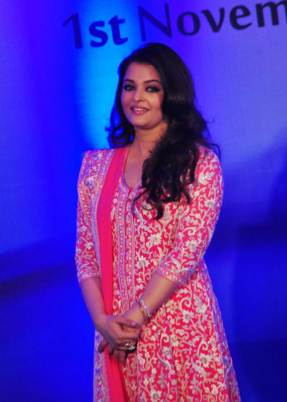 aishwarya rai at french embassy photos 4 Aishwarya Rai Photos At French Embassy