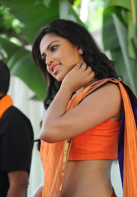 amala-paul-iddarammayilatho-movie-opening-21.jpg?5c1bd2