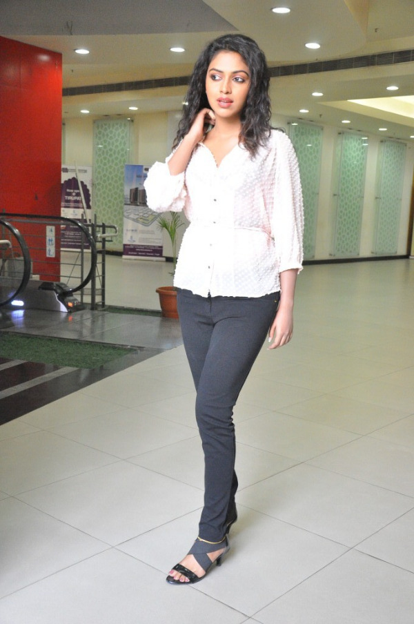 amala-paul-latest-photo-gallery-1