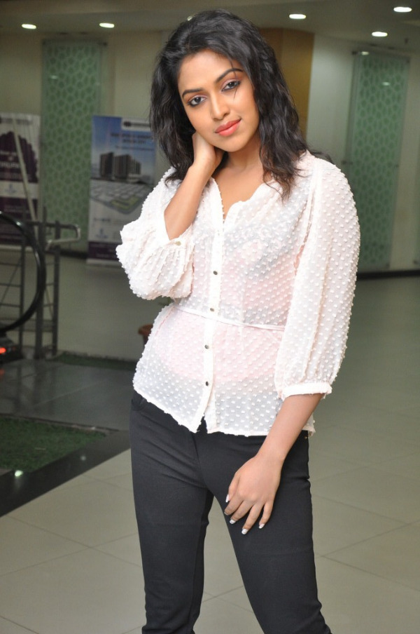 amala-paul-latest-photo-gallery-16