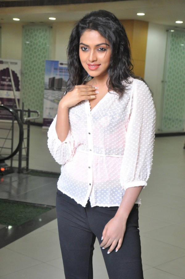 amala-paul-latest-photo-gallery-18