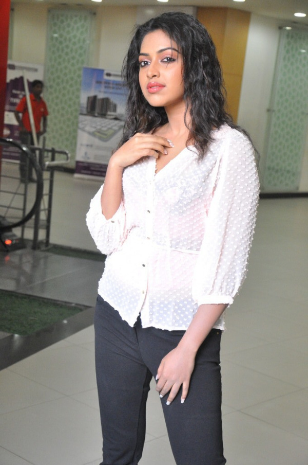 amala-paul-latest-photo-gallery-20