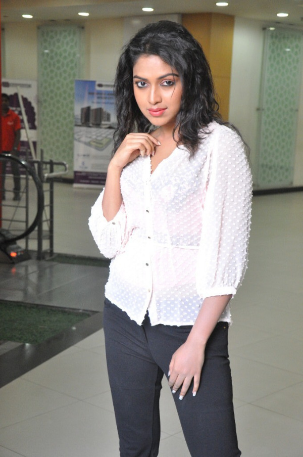amala-paul-latest-photo-gallery-22