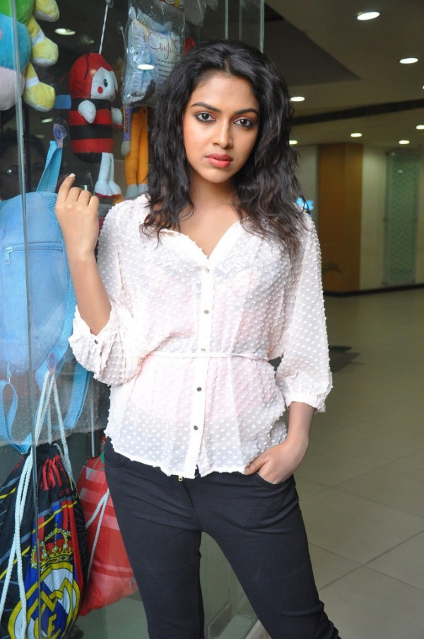 amala-paul-latest-photo-gallery-3