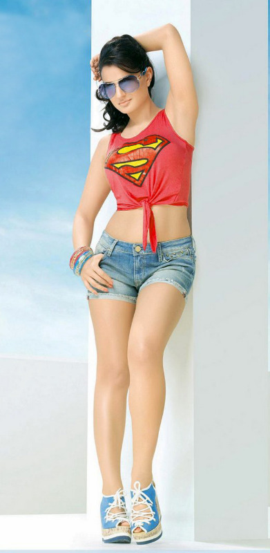 amisha patel hot photo shoot photos 122 Amisha Patel Hot Photo Shoot Photos