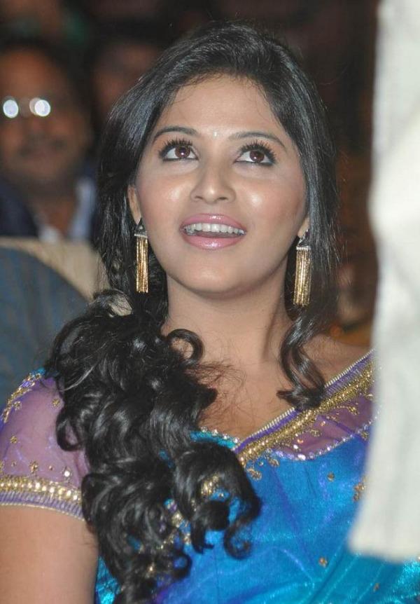 anjali saree stills at svsc audio launch 12 Anjali Hot Photos At SVSC Audio Launch