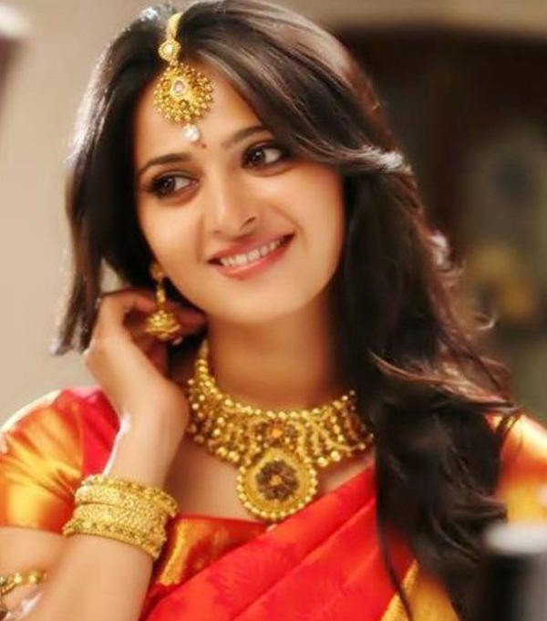 anushka latest hot photos 01 Anushka Latest Hot Photos