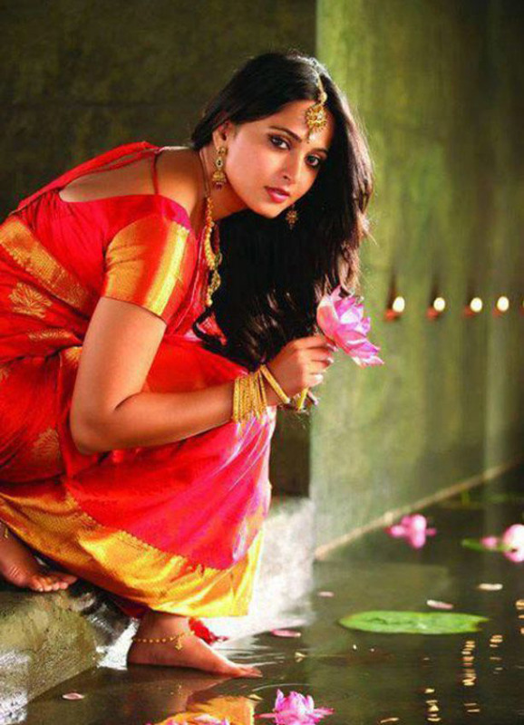 anushka latest hot photos 02 Anushka Latest Hot Photos