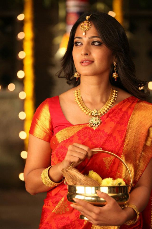anushka latest hot photos 12 Anushka Latest Hot Photos
