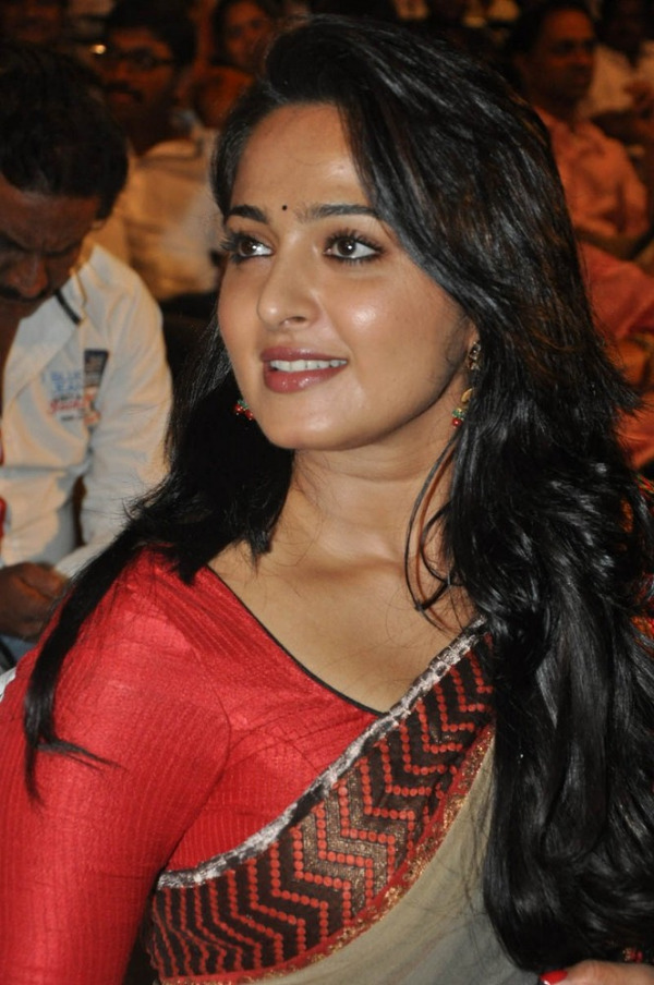 Anushka Saree Stills at Mirchi Audio Launch TeluguNow.com