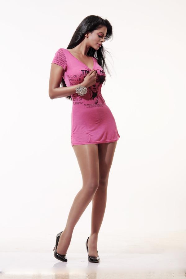 bhairavi-goswami-sexy-legs-03
