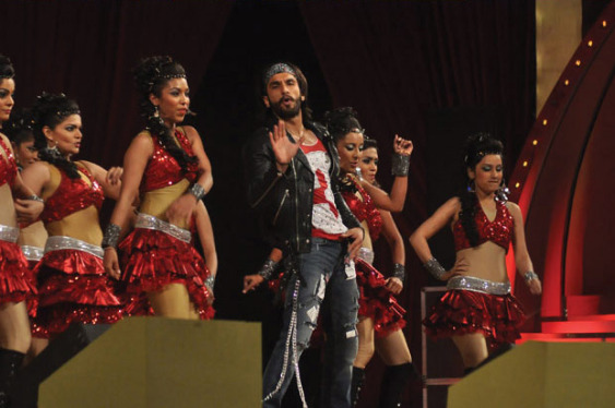 top-bollywood-celebs-at-umang-2013-photos-20