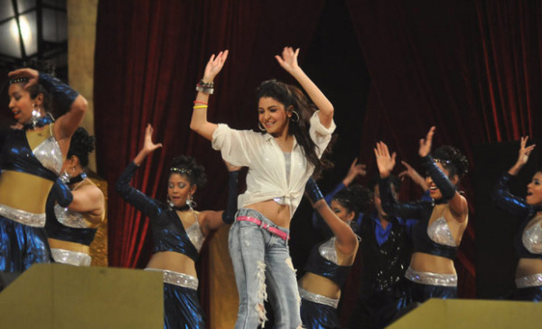 top-bollywood-celebs-at-umang-2013-photos-3