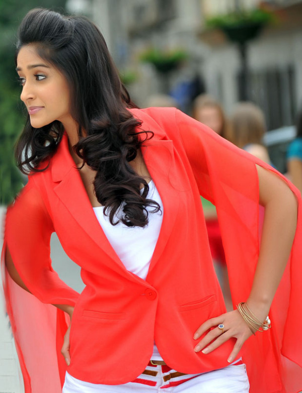Ileana devudu chesina manushulu hot photos amazing for Photos de photos