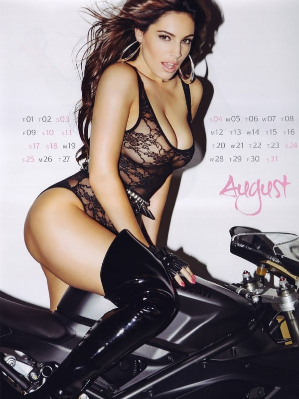 kelly brook 08 Kelly Brook Hot Calendar 2013
