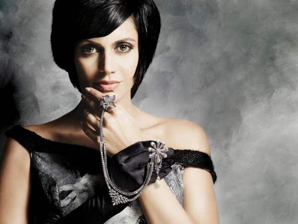 mandira bedi hot photos 09 Mandira Bedi Hot Photos
