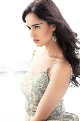 nathalia-kaur-latest-hot-stills-10