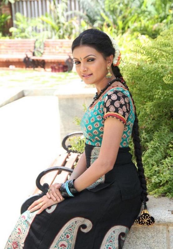 saranya mohan photo stills 18 Saranya Mohan Photo Stills