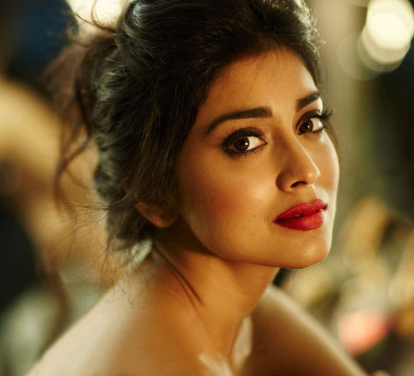 shriya saran hot photo shoot photos 1053 Shriya Latest Hot Photo Gallery