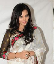 actress_aarushi_cute_photos_in_white_saree_premantene_chitram_audio_release_photostills_25_s_584