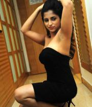 aasheeka-hot-cleavage-show-pictures-in-blue-skirt-05