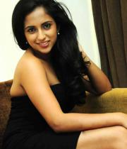 aasheeka-hot-cleavage-show-pictures-in-blue-skirt-12
