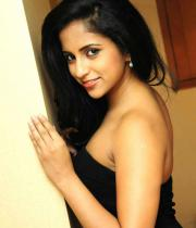 aasheeka-hot-cleavage-show-pictures-in-blue-skirt-16