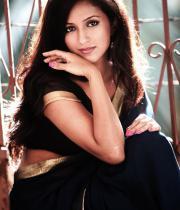 aasheeka-hot-photo-shoot-stills-in-saree-10