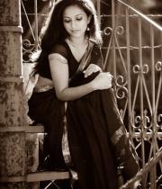 aasheeka-hot-photo-shoot-stills-in-saree-14