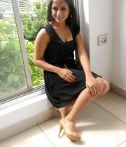 aasheeka-hot-cleavage-pics-in-black-dress-01