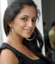 aasheeka-hot-cleavage-pics-in-black-dress-06