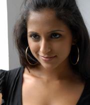 aasheeka-hot-cleavage-pics-in-black-dress-10