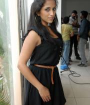 aasheeka-hot-cleavage-pics-in-black-dress-11
