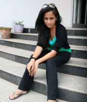 aasheeka-hot-pictures-in-black-jeans-01
