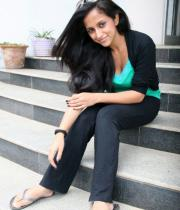 aasheeka-hot-pictures-in-black-jeans-07