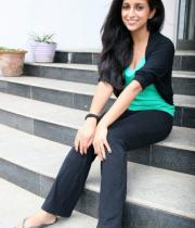 aasheeka-hot-pictures-in-black-jeans-08