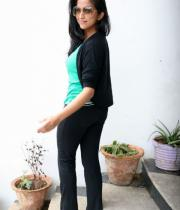 aasheeka-hot-pictures-in-black-jeans-15