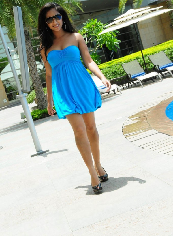 aasheeka-hot-pictures-in-blue-skirt-02