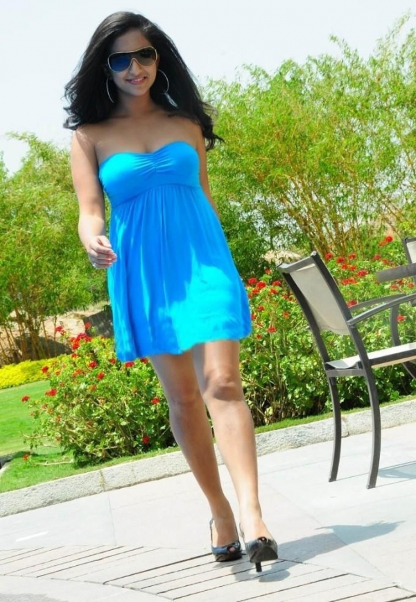aasheeka-hot-pictures-in-blue-skirt-04