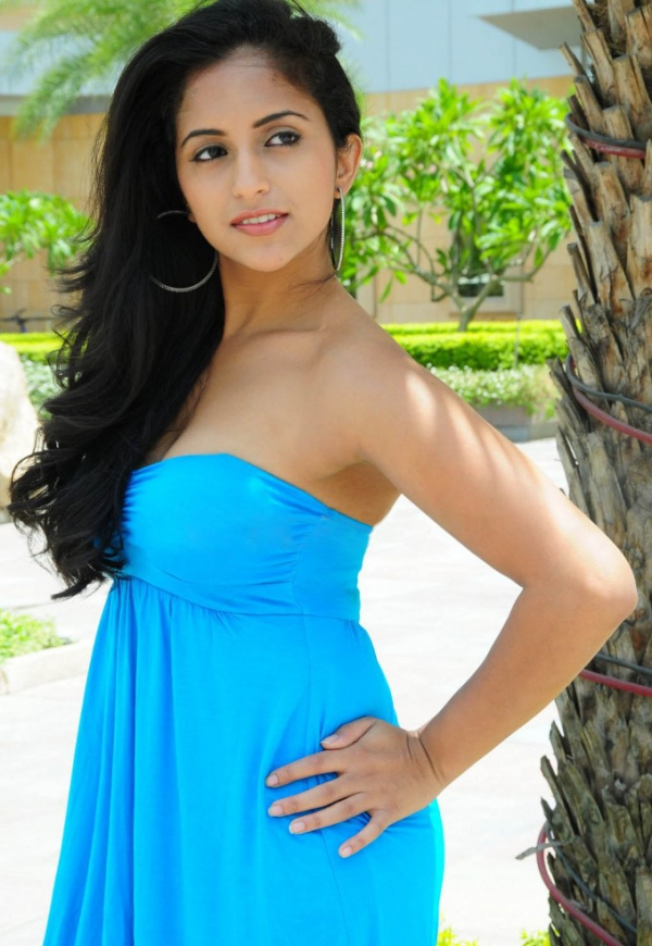aasheeka-hot-pictures-in-blue-skirt-07