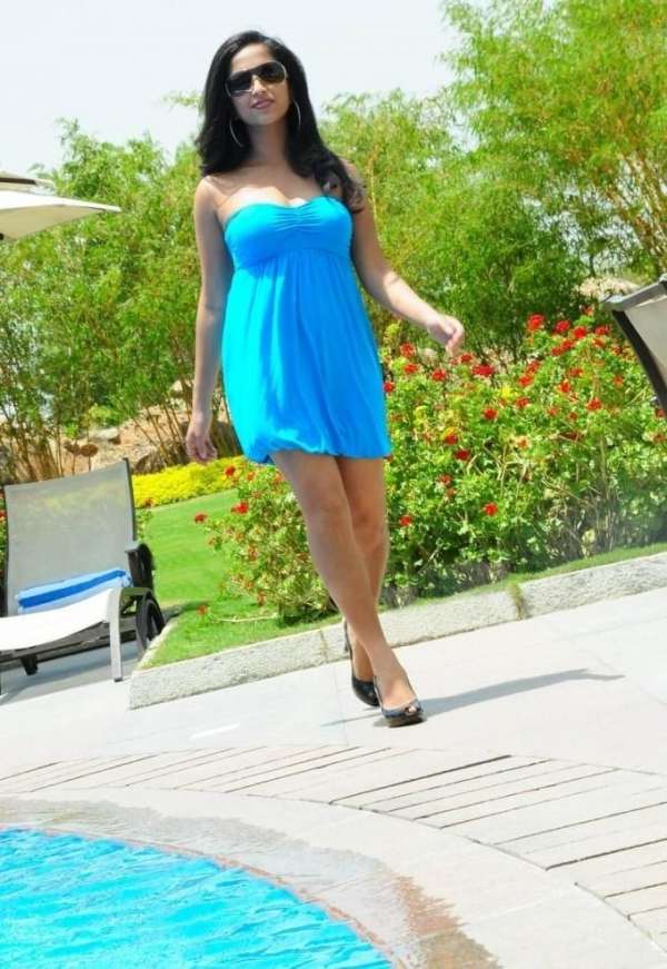 aasheeka-hot-pictures-in-blue-skirt-11