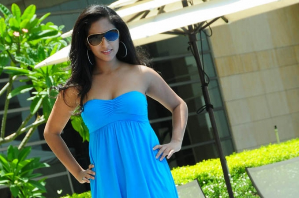 aasheeka-hot-pictures-in-blue-skirt-13