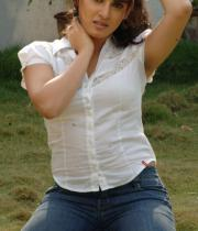 actress-archana-latest-hot-photos-14