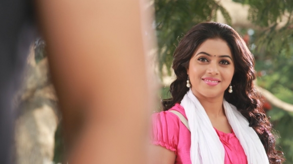 actress-actress-poorna-latest-hot-photos-01