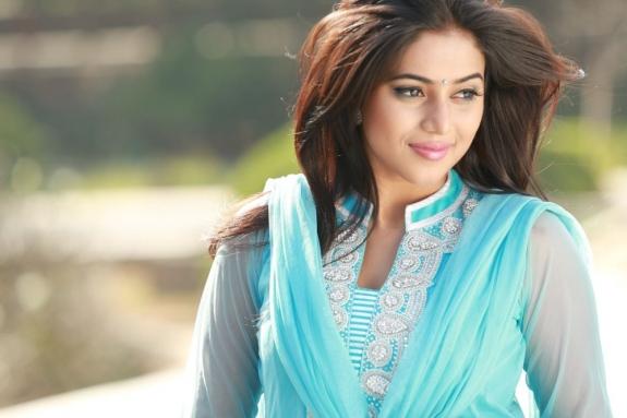 actress-actress-poorna-latest-hot-photos-02