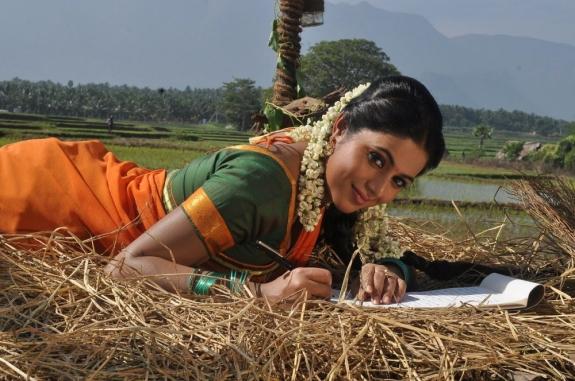 actress-actress-poorna-latest-hot-photos-09